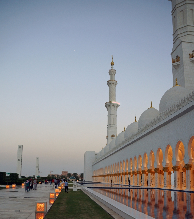 Sheikh Zayed Grand Mosque reflecting pool 2