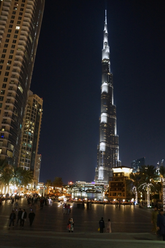 Burj Khalifa at the foot 2