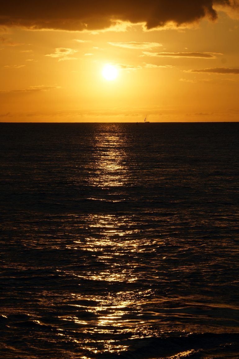 Hawaiian Vacation_Boat on the horizon