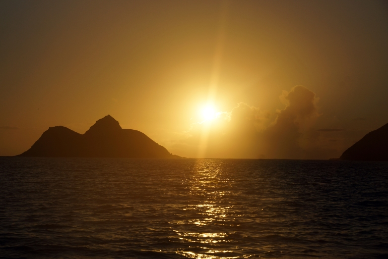 Hawaiian Vacation_Sunrise on the water