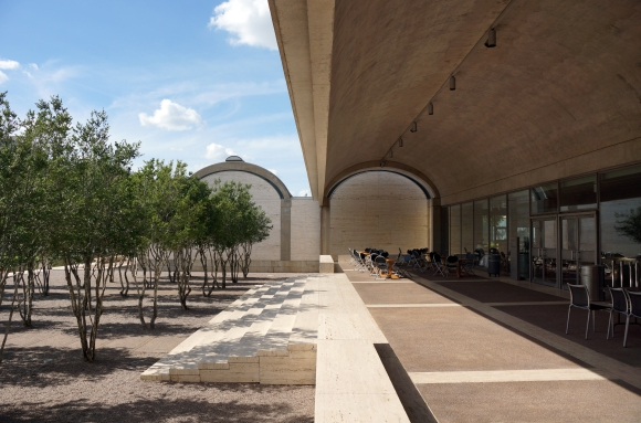 Kimbell Art Museum_Exertior_Courtyard