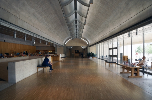 Kimbell Art Museum_Interior_Main volume 2