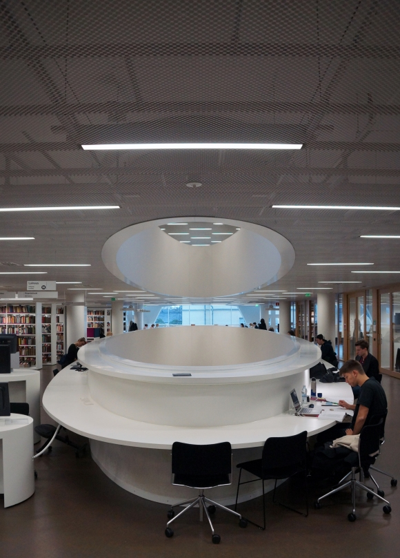 University of Helsinki Library_Desk facing Atrium 1