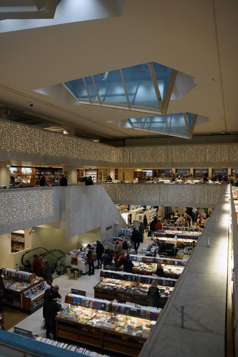 AlvarAalto_Bookstore_Atrium01