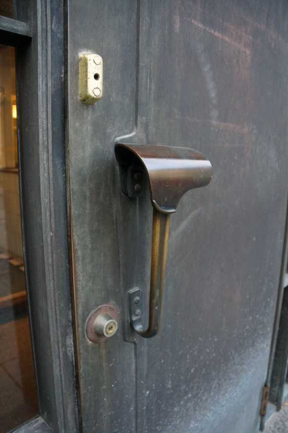 NationalPensionsInsitute_AlvarAalto_EntryDoorHandle